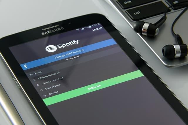 come collegare Alexa con Spotify
